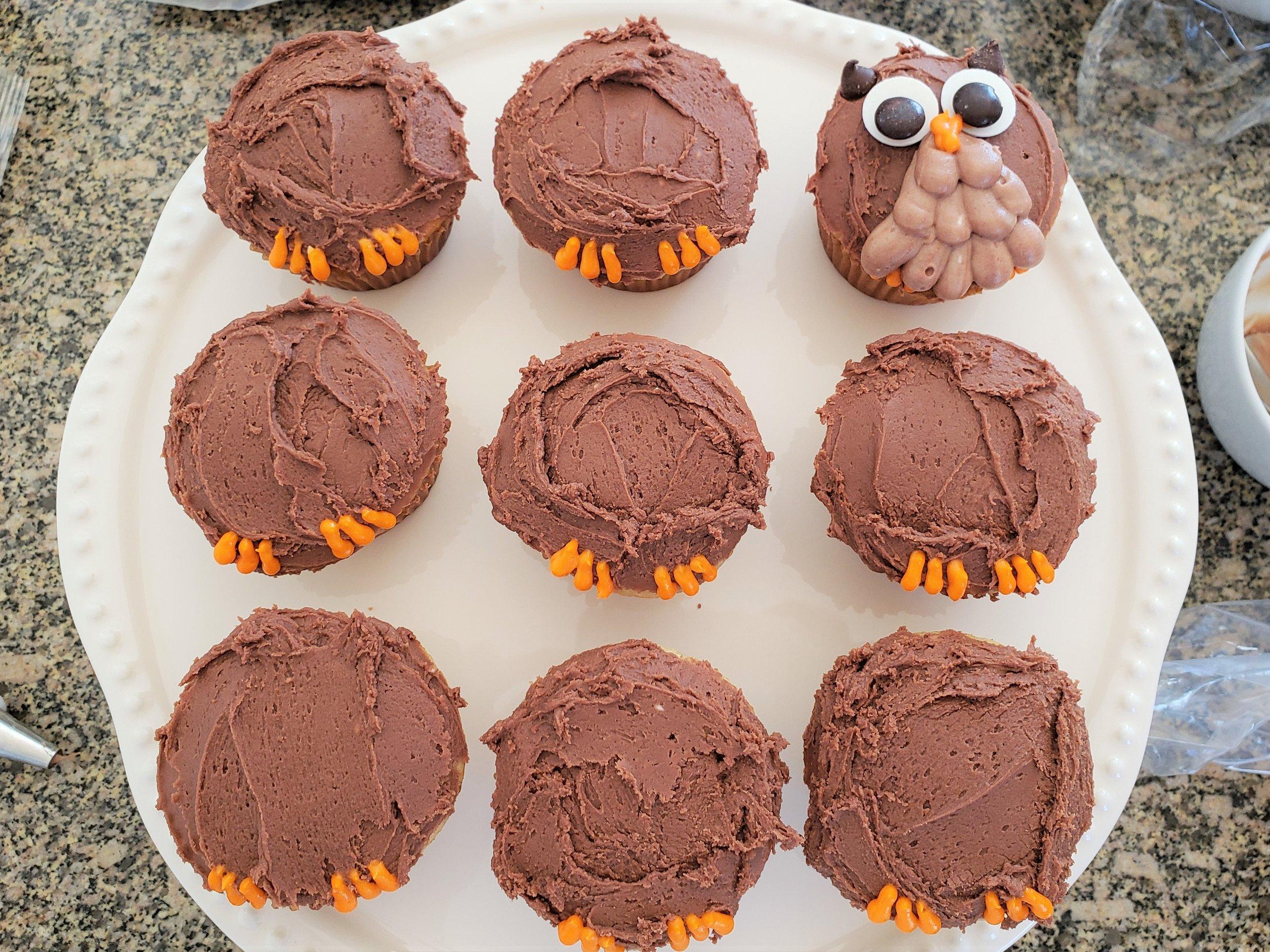Owl tree cupcake cake: add talons