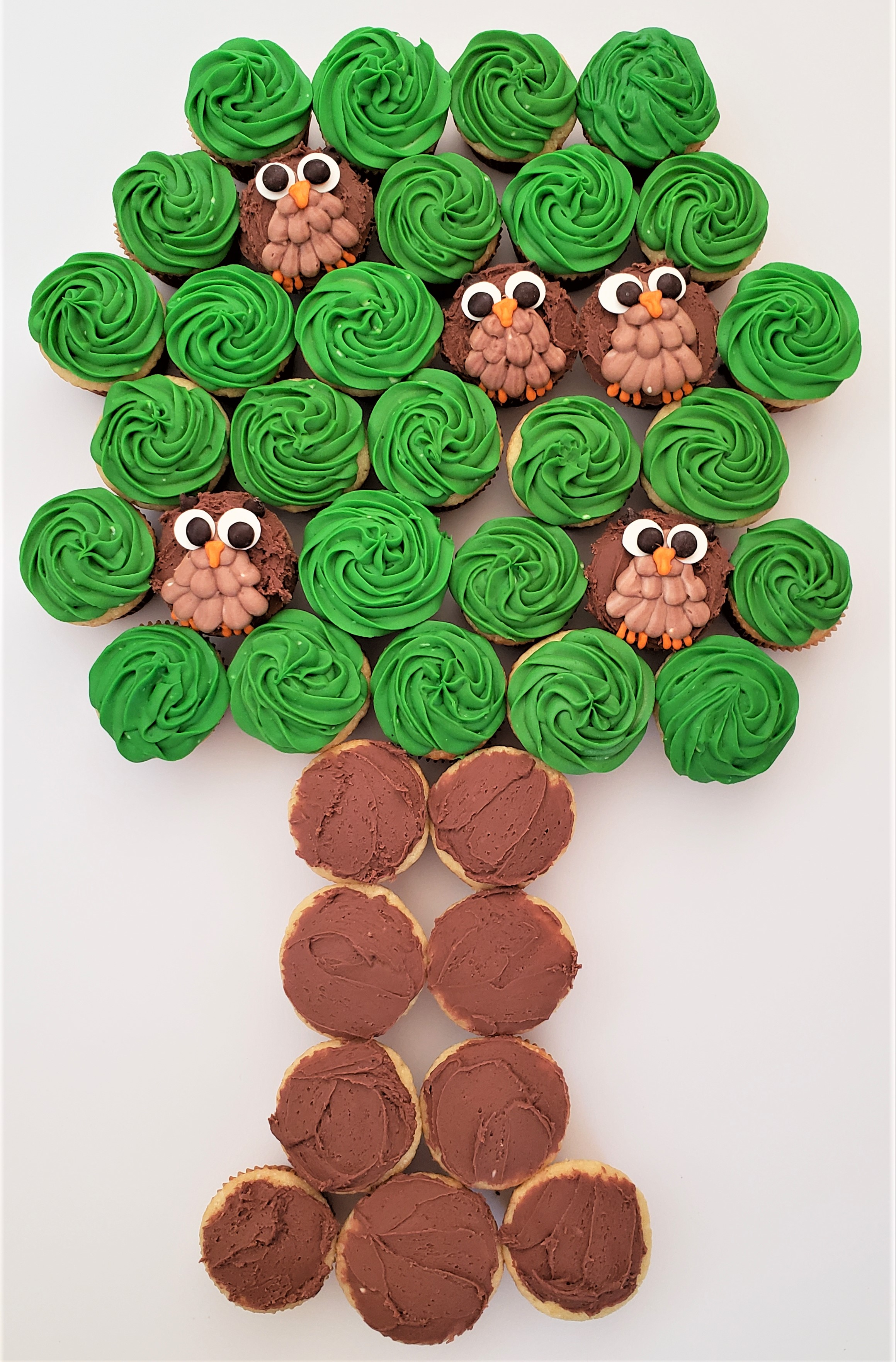 Owl tree cupcake cake: final layout before piping the tree trunk