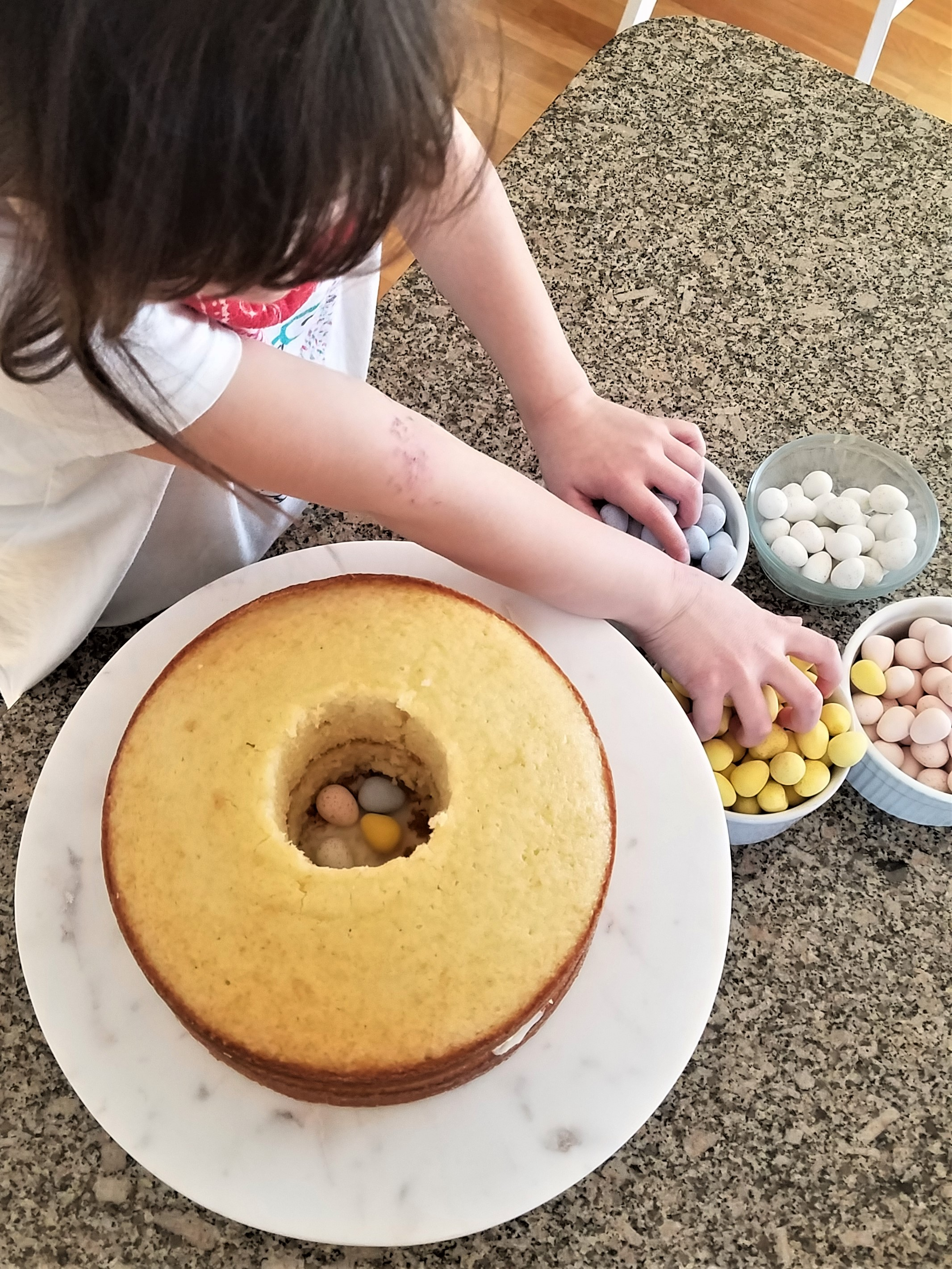 How To Make An Ombré Easter Cake: Create a surprise inside!