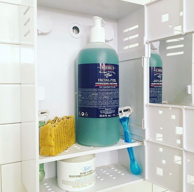 That feeling when you have brand new products to dive into 🤗 ++ knowing nobody else can sample them 😂 . . . . . . #shower #showerlocker #roommates #roommateproblems #roomie #suction #mooch #drbronners #collegelife #dormlife #sororitylife #annoyingroommate #shampoo #momlife #haircare #tsm #backtoshool #hairtips #soap #invention #showerthoughts #college #girlproblems #sharingabathroom #getyourown #dontusemystuff #coliving #apartmentlife #sharedliving #beauty