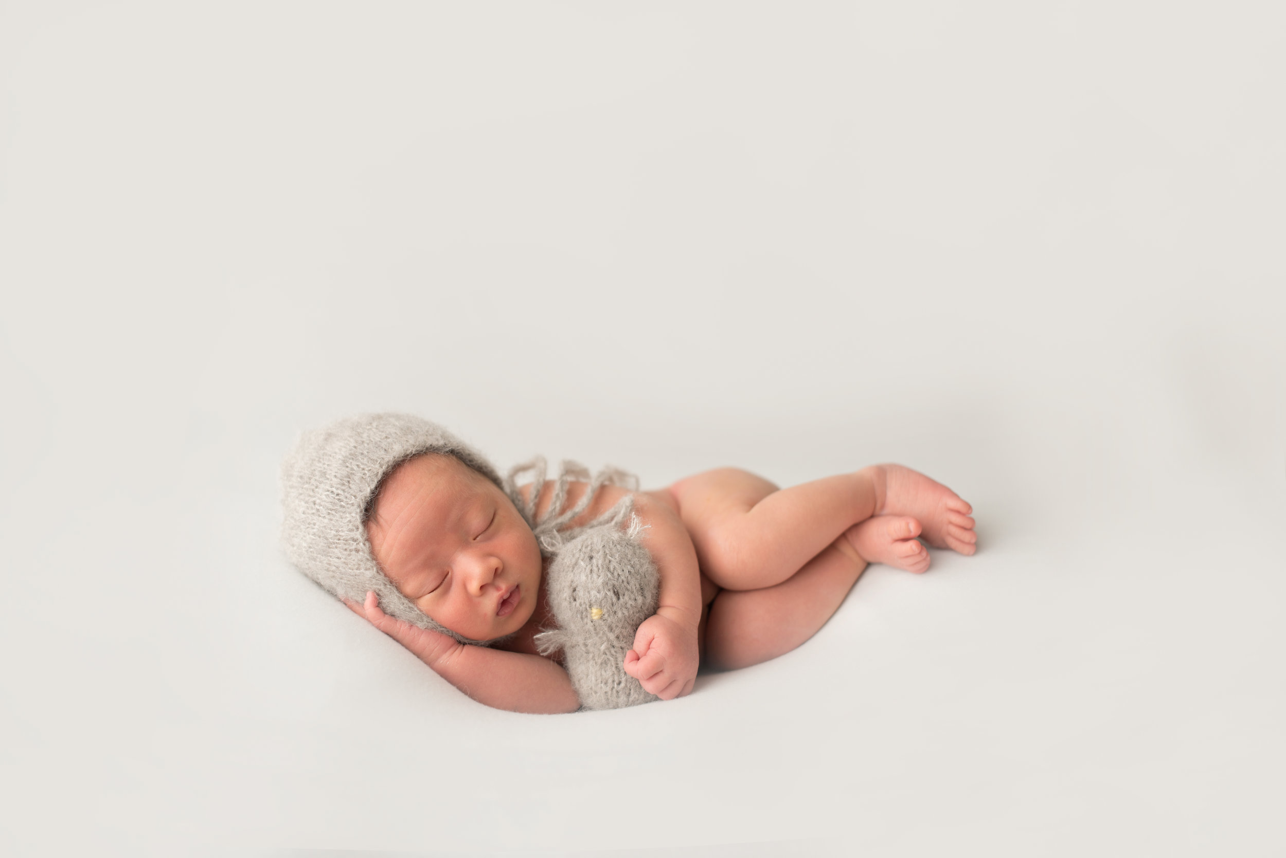 Pasadena-Boutique-Newborn-Photographer-timless-studio-newborn-session-parent-poses-102.jpg