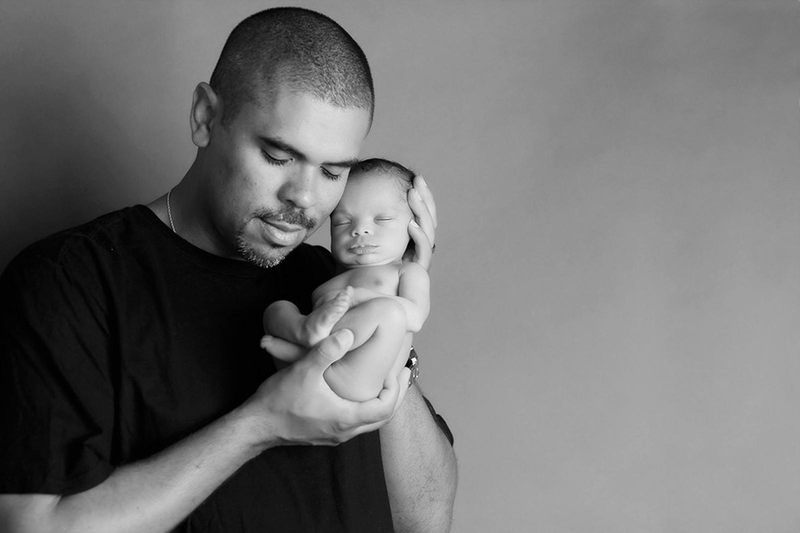 newborn-blackandwhite-studio-posed-100.JPG
