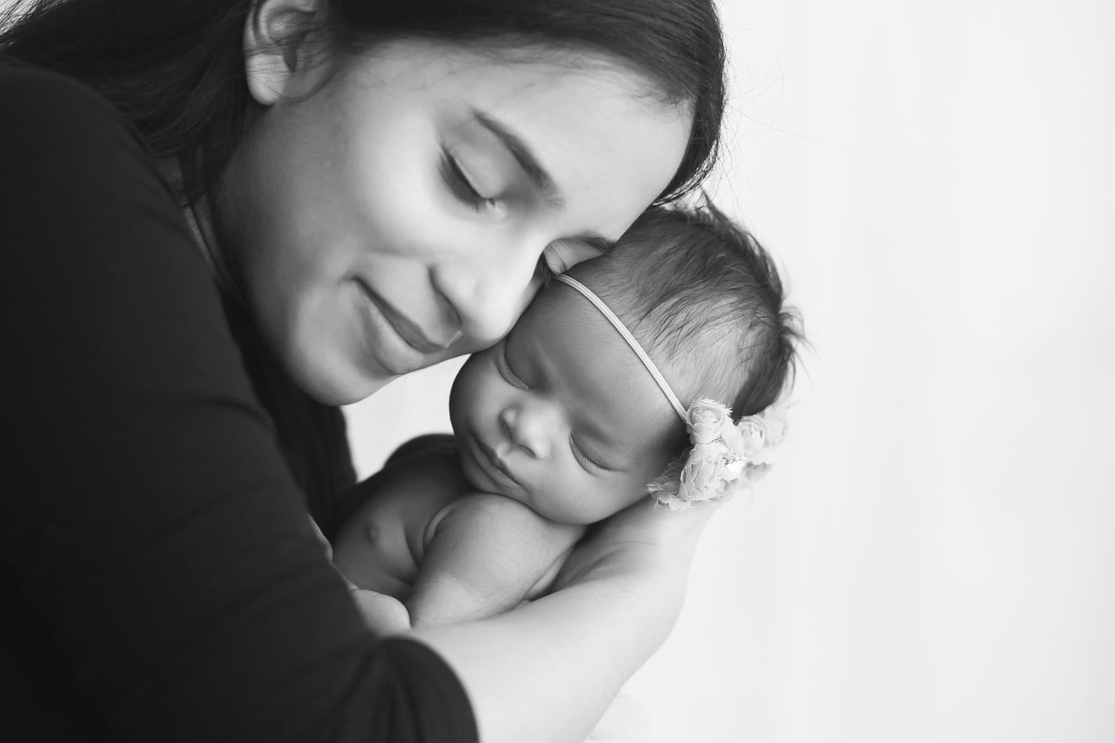 newborn-blackandwhite-studio-posed-120.JPG
