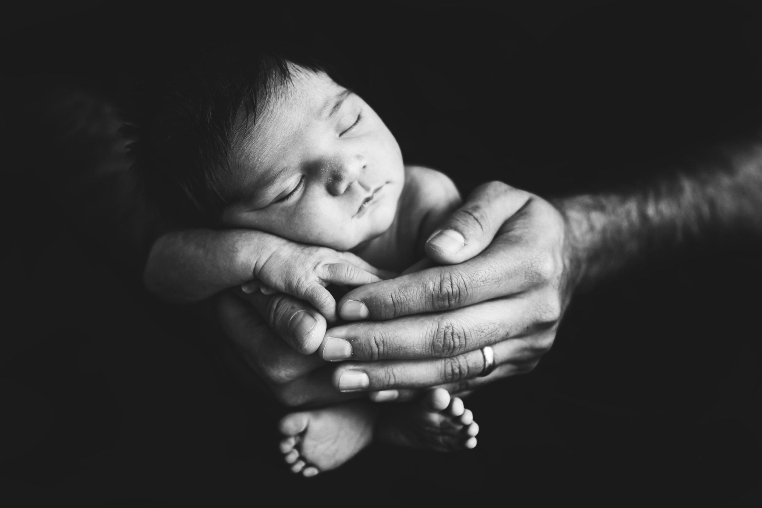 newborn-blackandwhite-studio-posed-125.jpg