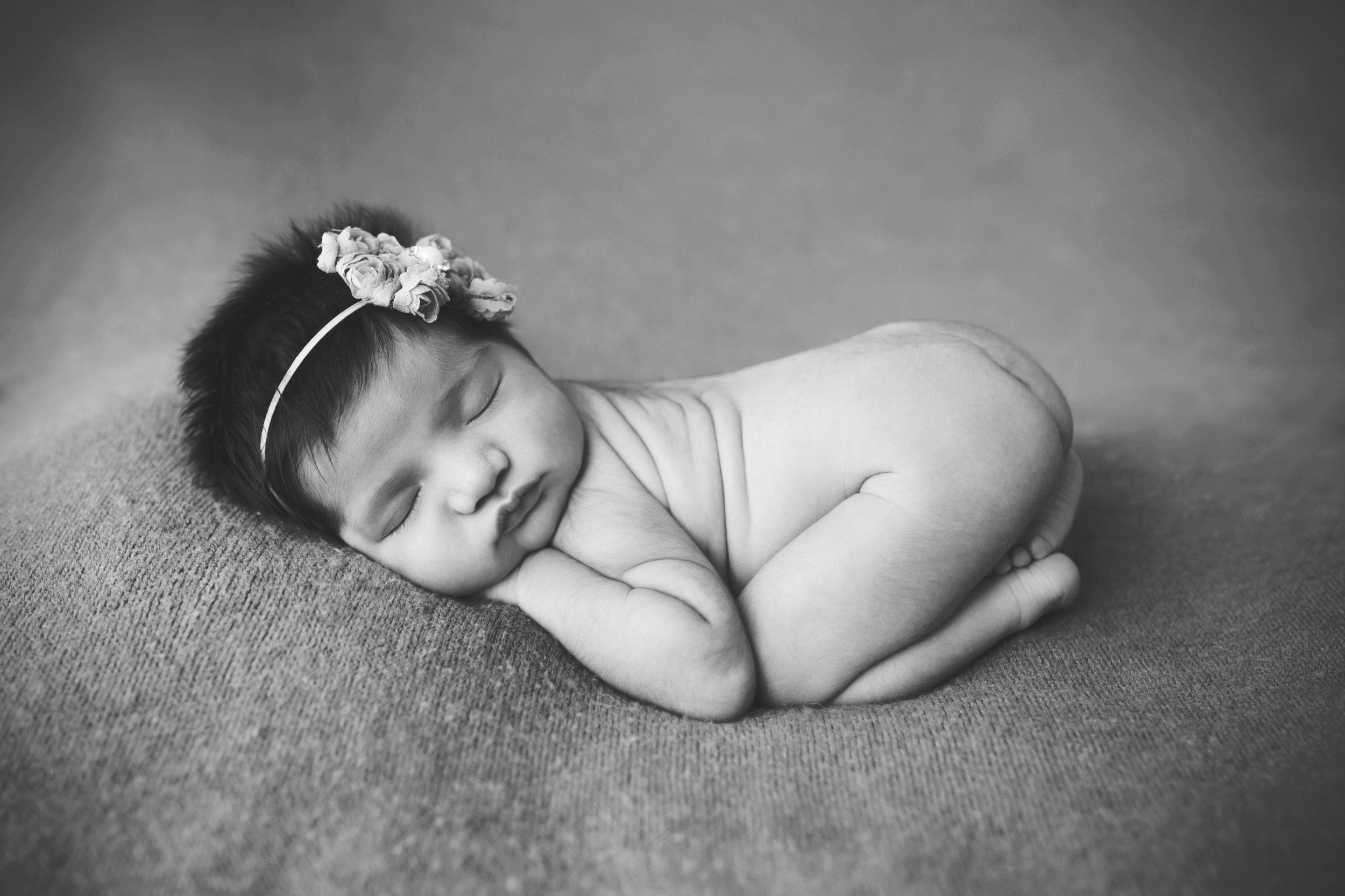 newborn-blackandwhite-studio-posed-124.jpg