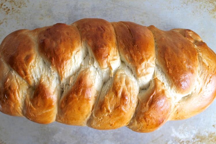 Easy Homemade Bread Recipes - Homemade Challah | Homemade Recipes http://homemaderecipes.com/course/breakfast-brunch/diy-bread-recipes