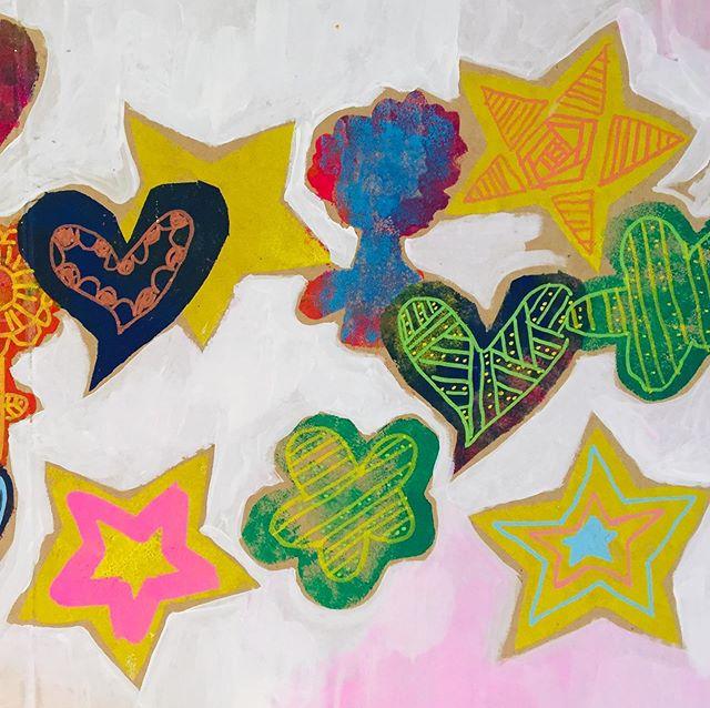 Lovely stencil art brewing at the Studio🌼🌟#art #craft #stencilart #childrenart #artforkids #artforchildren