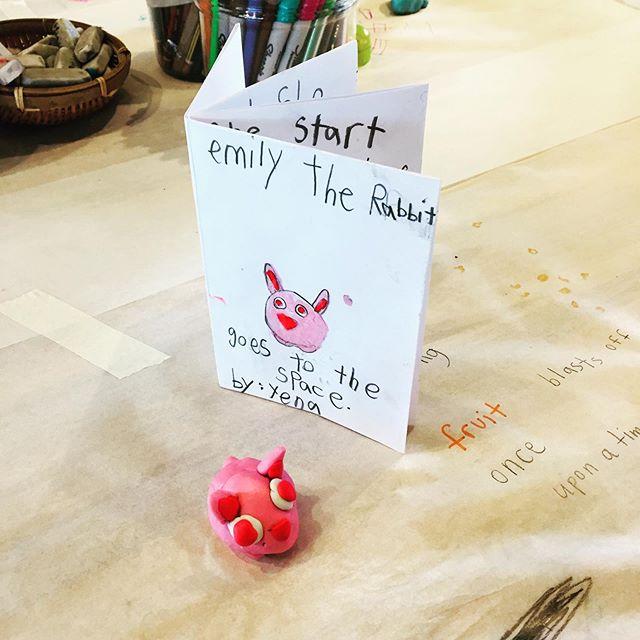 Storybook making at the studio this morning! ✏️✏️✏️#art #children #drawing #childrenart #childrenartworkshops #artwithkids