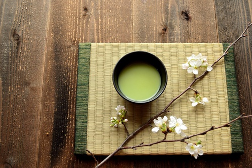 A cup of green tea contains one calorie with a caffeine content of 12mg.