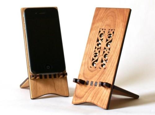 Hannahs-Ideas-in-Wood-iPhone-Stands-e1380785044846.jpg