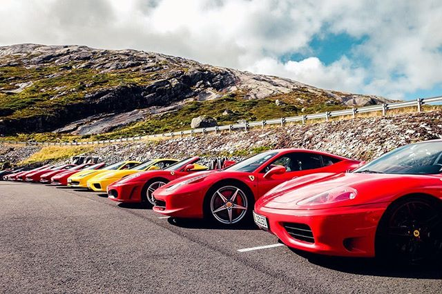Lineup from the recent Ferrari Nordic Meeting that took place this weekend in Stavanger, where more than 80 Ferraris participated! #FerrariNordicMeeting #FerrariClubNorway