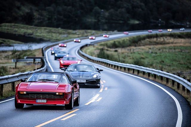 Now that's what we call a proper lineup 🇮🇹 #FerrariNordicMeeting #FerrariClubNorway