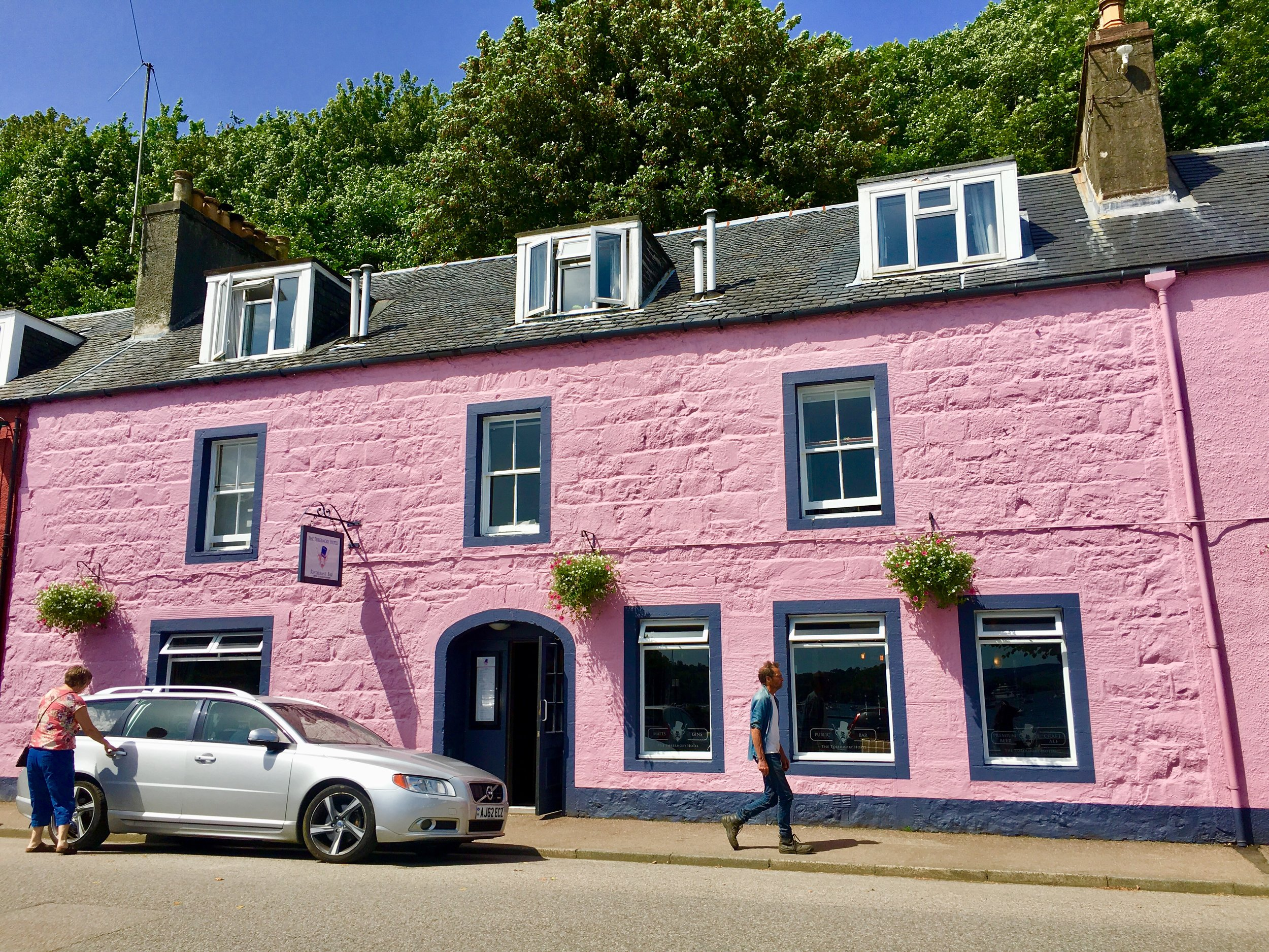 Can't miss The Tobermory Hotel in all its pink glory!