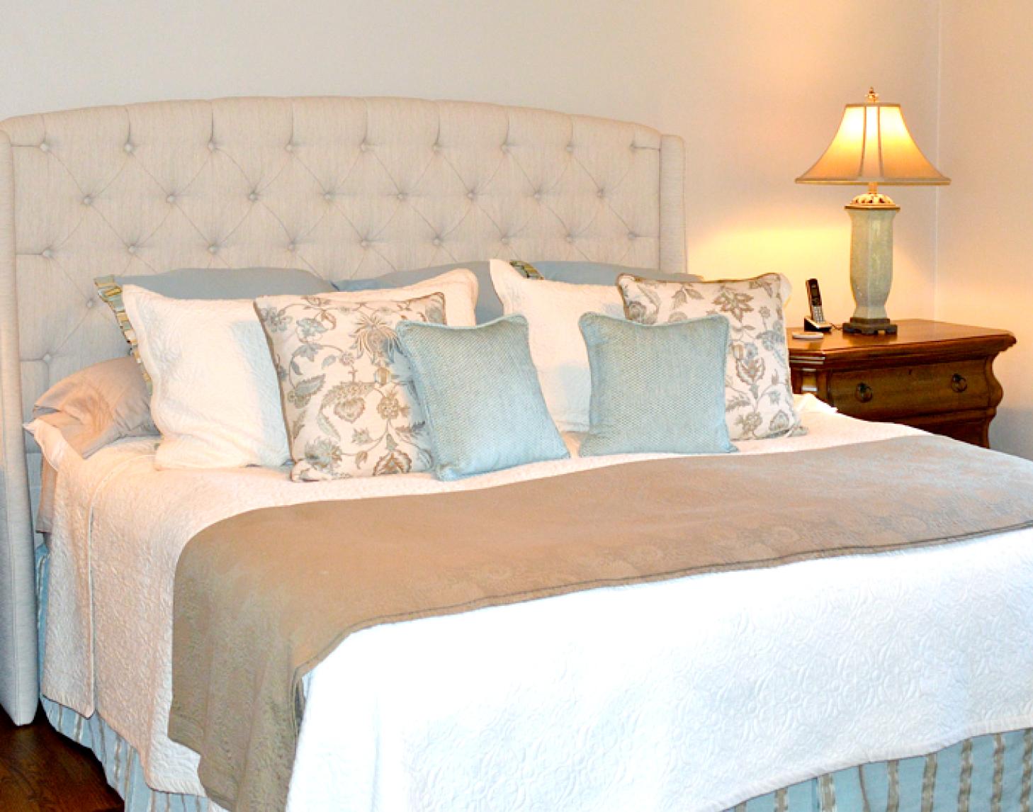Custom Bedding by Lake Interiors | © Lake Interiors Inc.