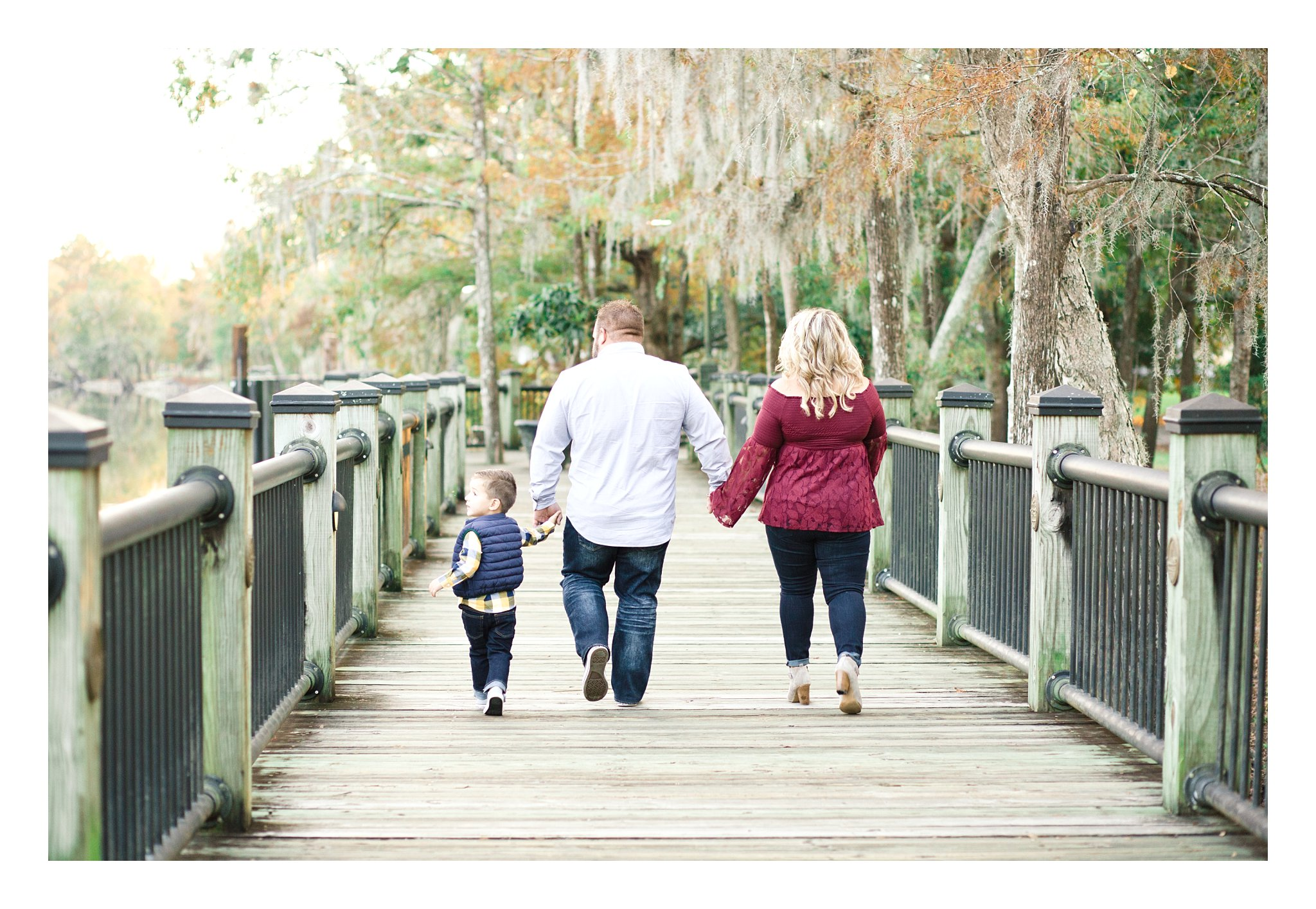 family-of-3-fall-lowcountry-river-spanish-moss-photos_0103.jpg