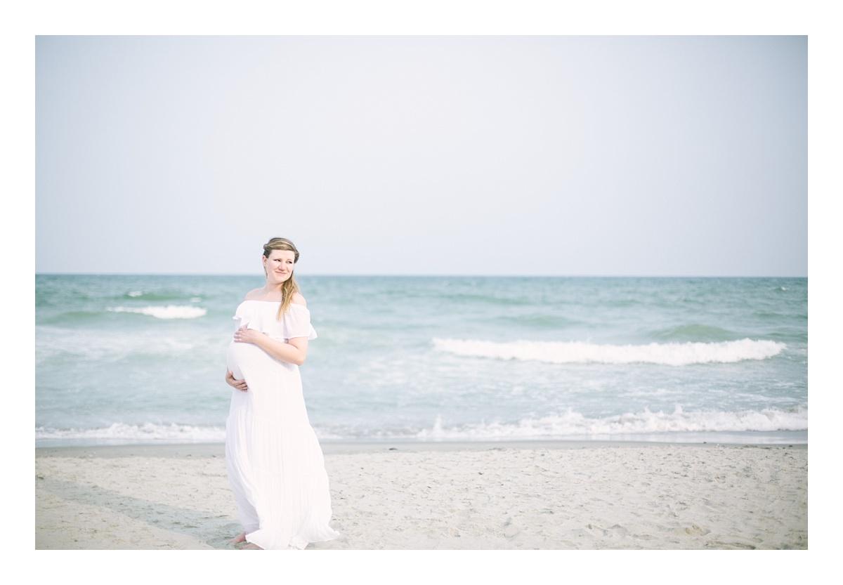 maternity_babymoon_beach_couple_Myrtle_Beach_SC_photos_0002.jpg