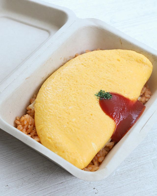 Didn't expect a small coffee spot that sells ridiculously good omurice! Bookmark this! 😎|#hangrydiarytravel  @little_pool_coffee 📍3-chōme-8-26 Minamiaoyama, Minato-ku, Tōkyō-to 107-0062, Japan 🥚 Omurice 💲950 Yen / 8.75 USD 😋😋😋😋😋 🐼 Follow us on IGTV: hangrydiary ‼️Tag your friends👬👭👇🏿
