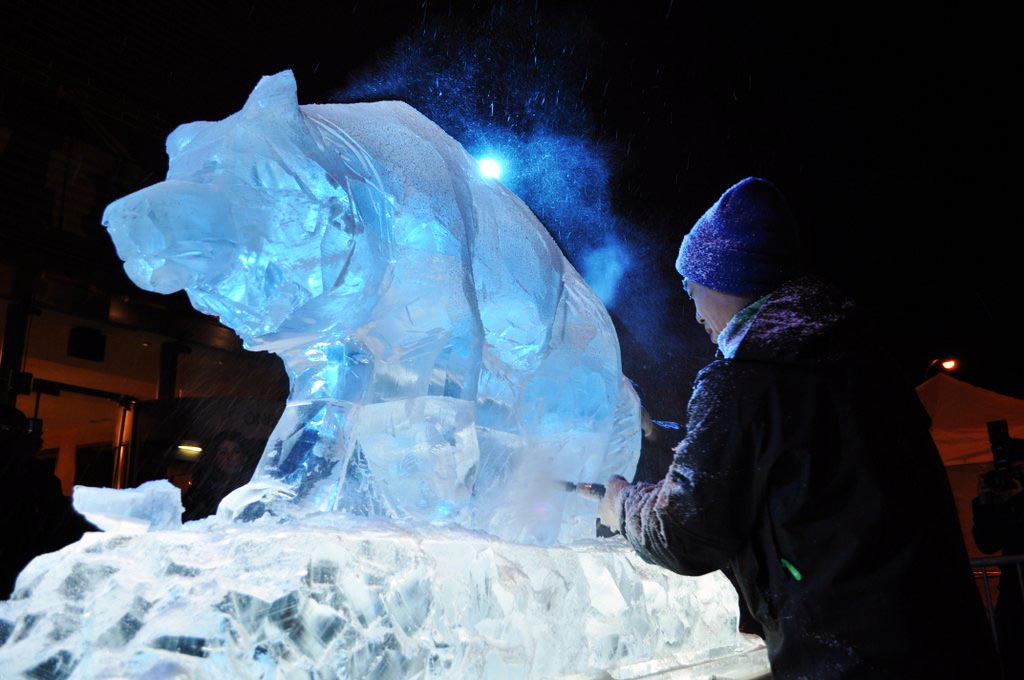 01 dire wolf HBO live carving.jpg