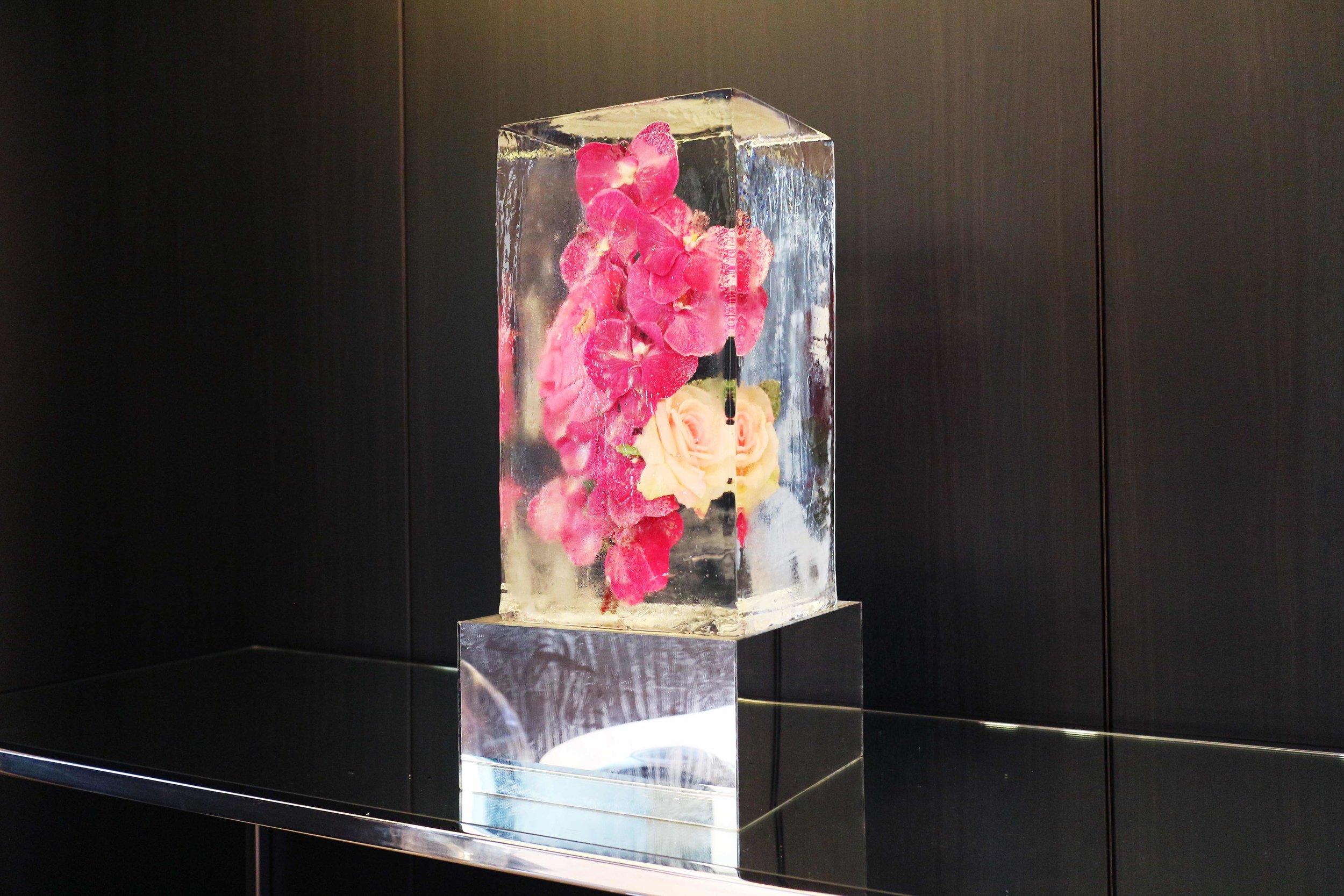 small-Original-20170719_Flowers_Frozen_Tabletop_Pedestal_Corporate_Event_Elizabeth_Arden 2.jpg