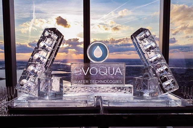 Let us put your corportate logo on display at your next event! This one is surrounded by a multi-bottle chiller with a raw bar base to serve different types of food. The possibilties are endless! . . #ice #icesculpture #bottlechiller #bottle #rawbar #rawbarbase #evoqua #water #technologies #watertechnologies #oneworldobservatory #1WTC #oneworldtradecenter #seafood #vodka #corporateevent #wedding #event #eventinspiration #party #weddinginspiration #weddingplanner #barmitzvah #batmitzvah #nycevents #luxuryevents #weddingevent #wine #beer #drinks