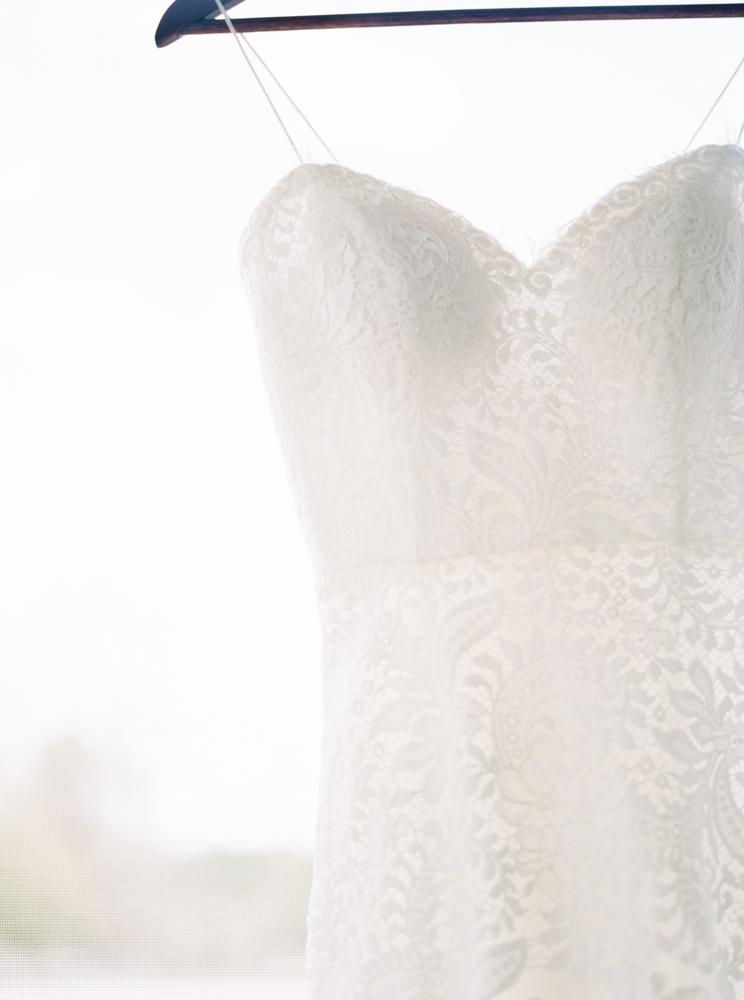 leaf-lace-wedding-dress.jpg