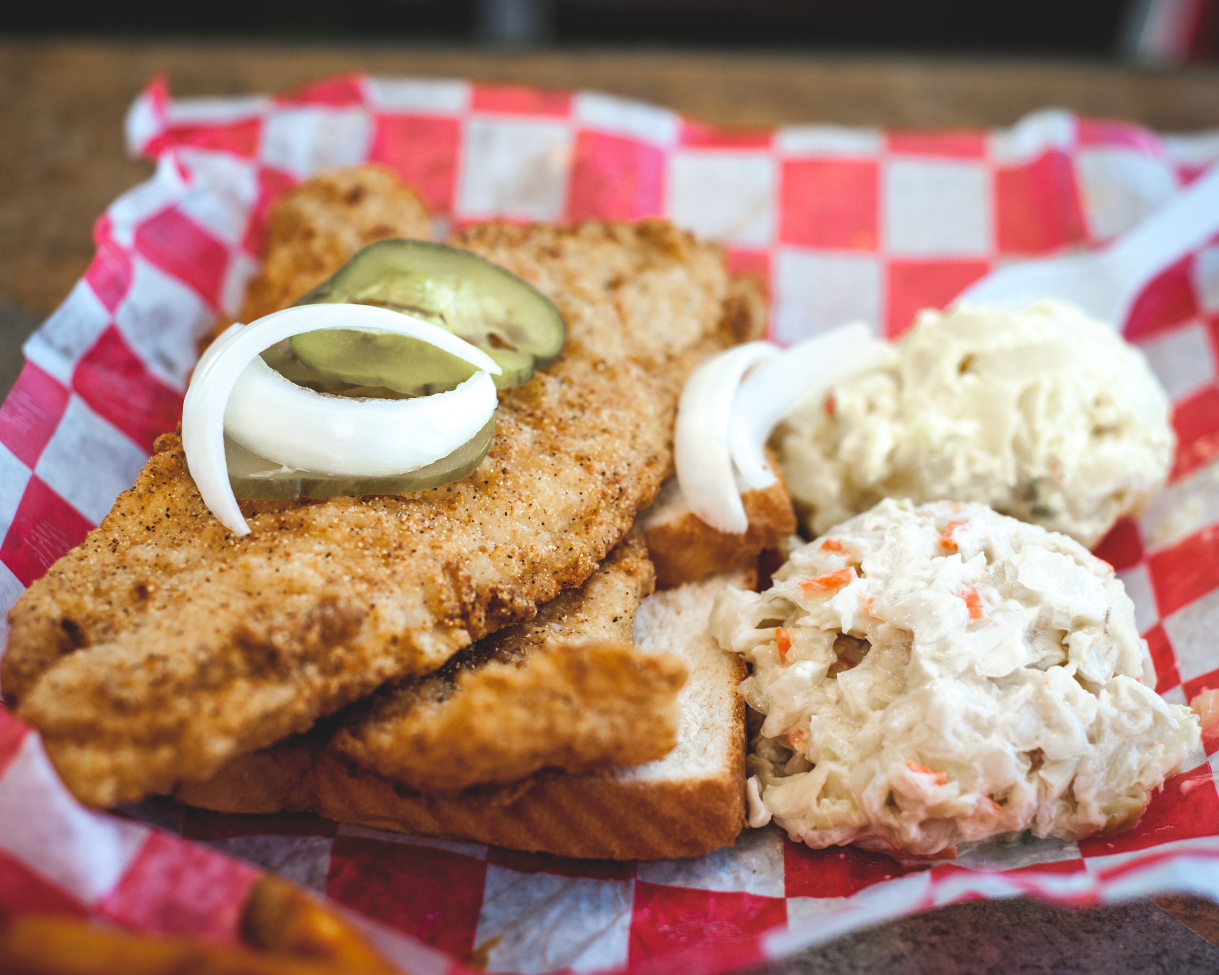 Helen'sHotChicken_WhitingFishCombo_2880x2304.jpg