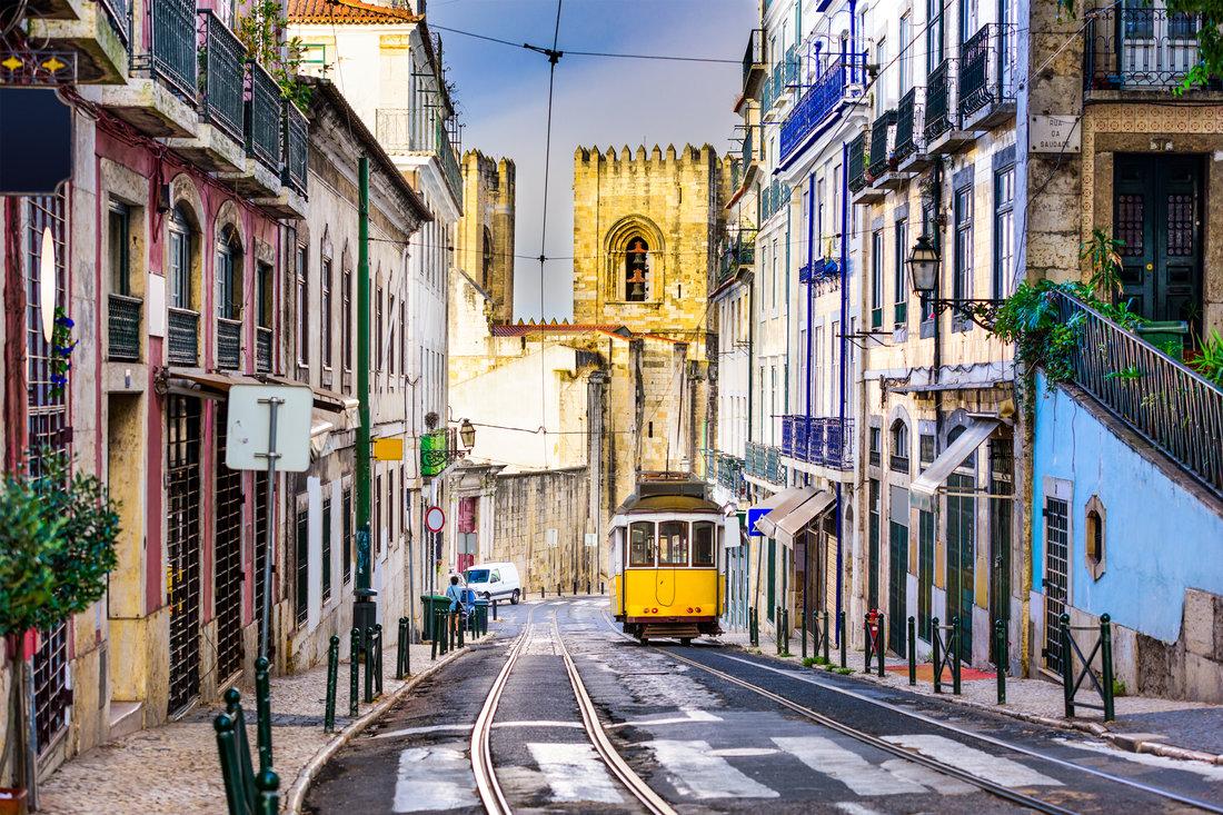 lisbon-guide_city-street_2000x1333.jpg