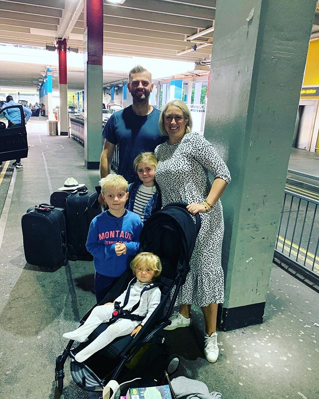 And we are off to NYC! First flight as a family of 5 but everyone excited apart from me @norwegianair we are good to go @melisview see you soon #stanza_id #stanzaid #albalucaandgrey #greyplane #interiors #interiordesign