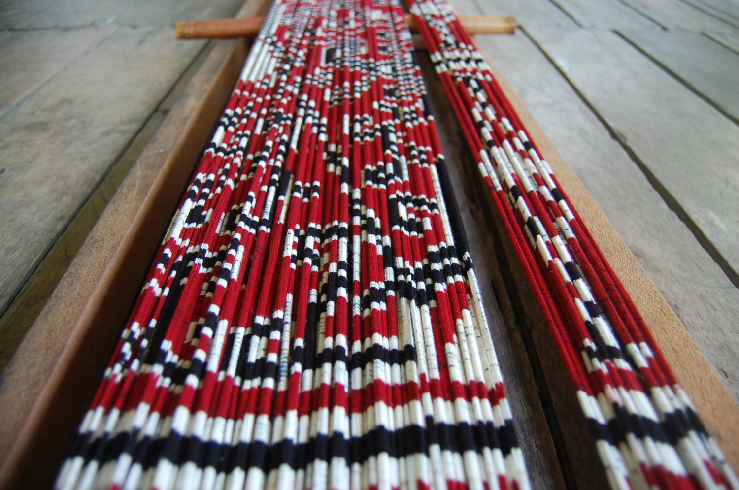 the-peoples-fabric-borneo-ikat-women-weaving.jpg