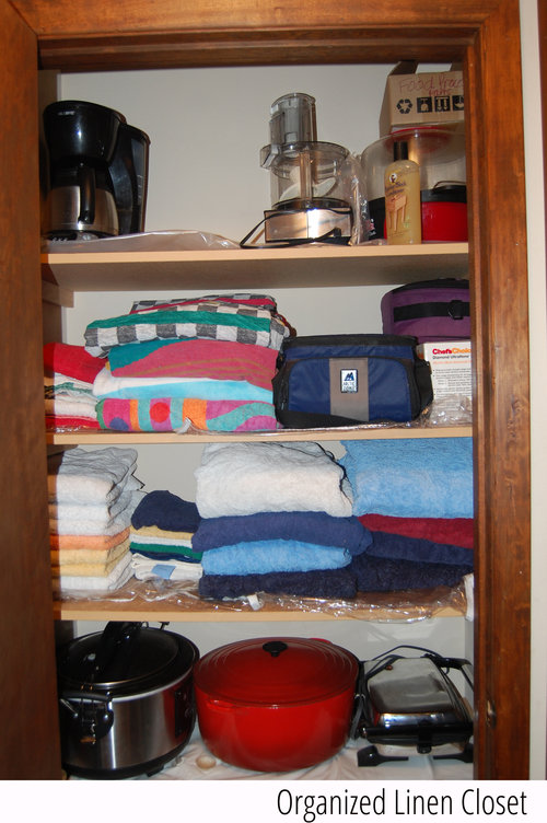 organized+linen+closet+with+tag.jpg
