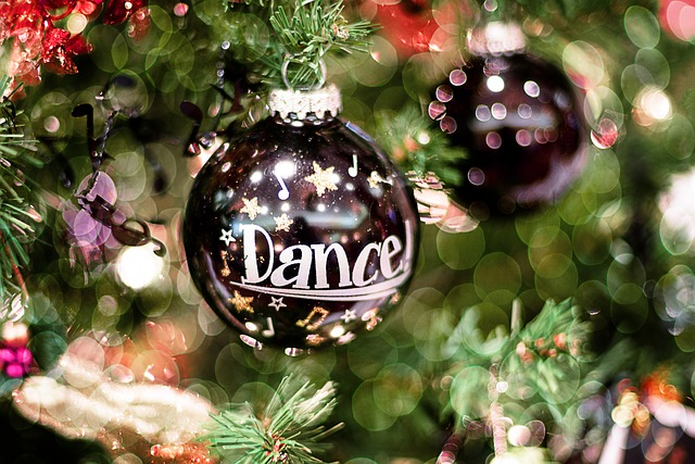 christmas-ornament-1820126_640 dance pixabay.jpg