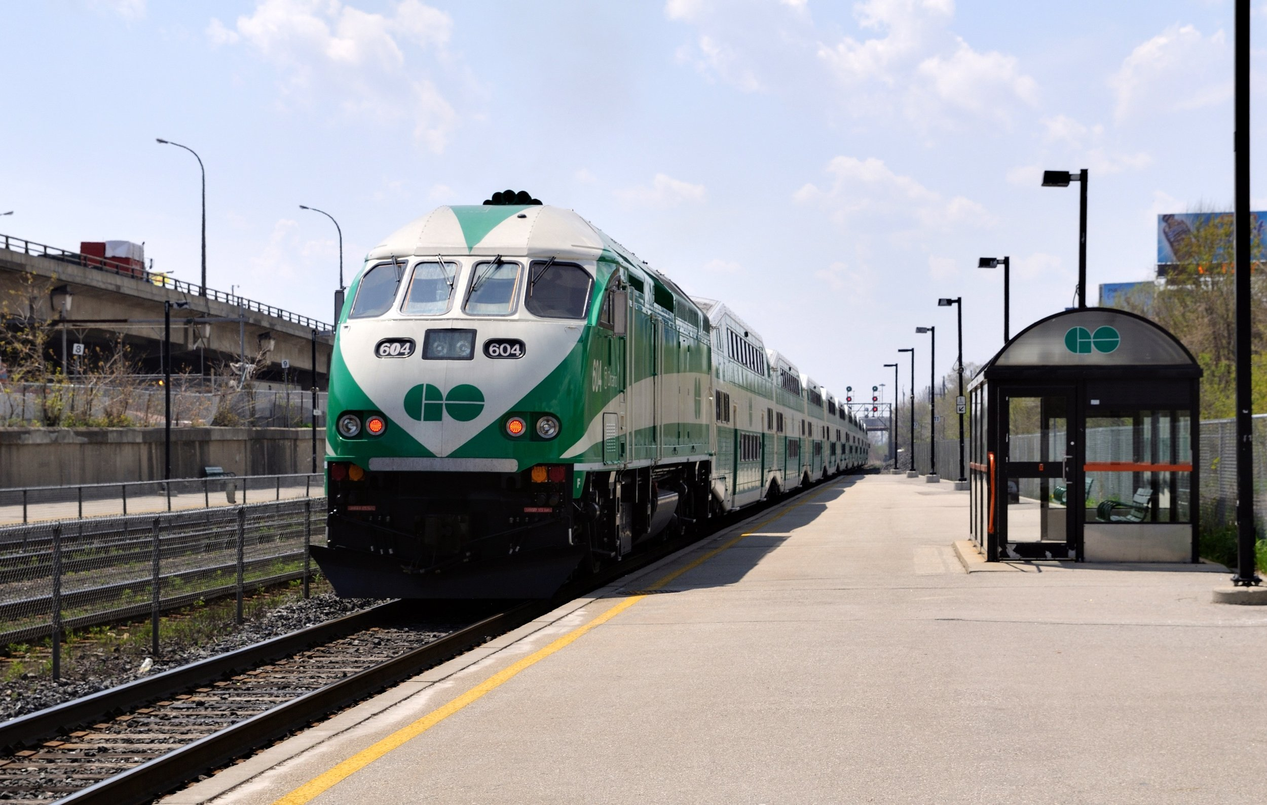 Toronto_-_ON_-_Ontario_-_GO_Transit_diesel_locomotive.jpg
