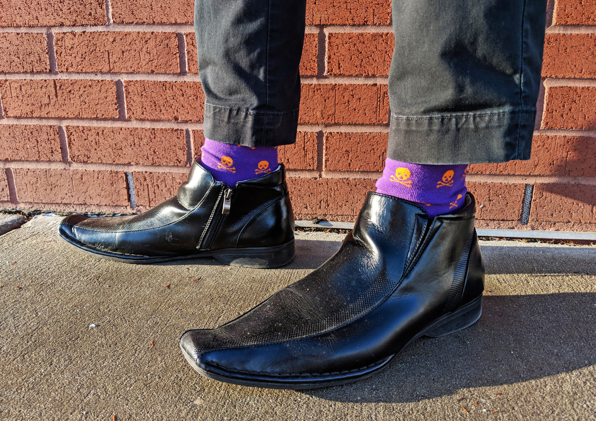 Skull n' bones pictured here, click photo to shop - Photo Credit: The Sock Review
