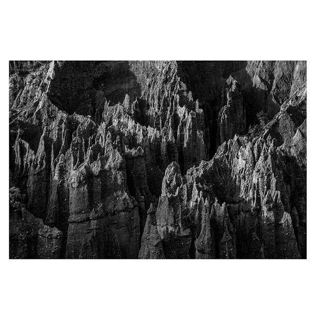 Wizurd country - - - - - #bwlandscape #canyons #hoodoos #masswasting #gandalfwashere #nz #putangiruapinnacles #wairarapa #highcontrast