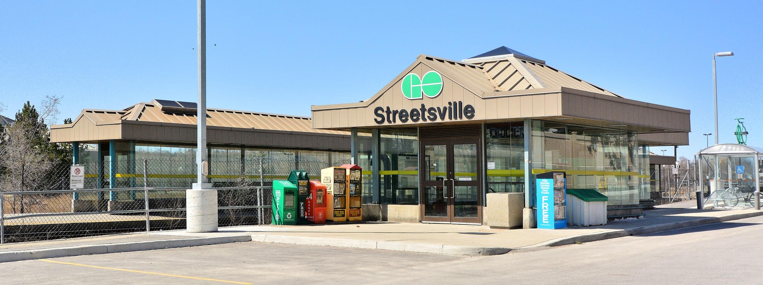 go_station_streetsville.jpg