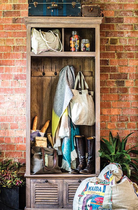 Canvas+Sasson_Chester-&-Darcy.jpg