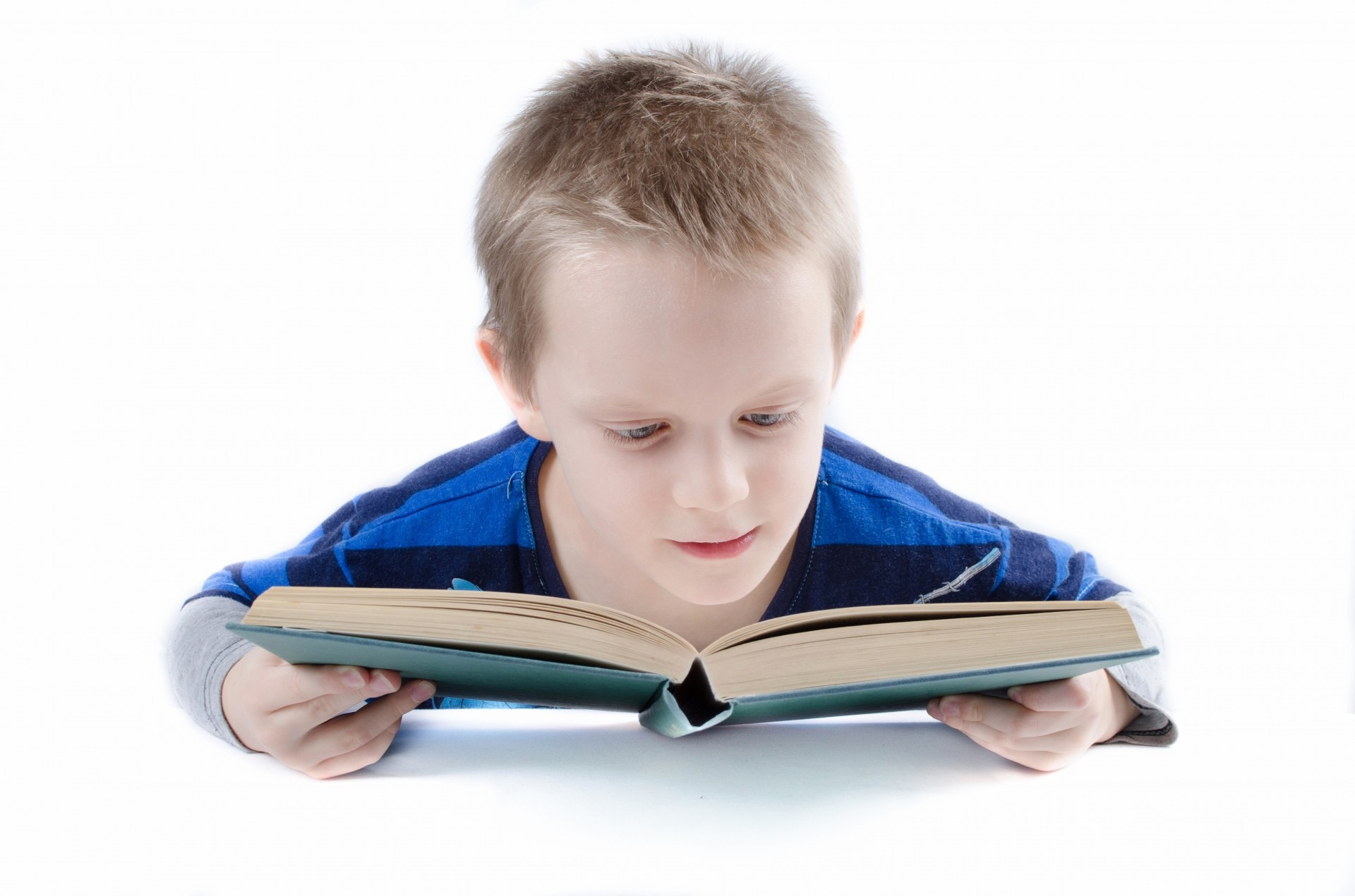 Click here to watch how a 3 year old learns to read~!