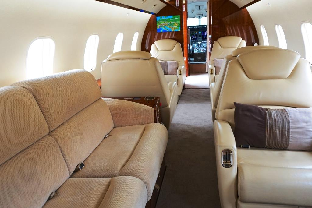 2007 Challenger 300 Divan and Single Club