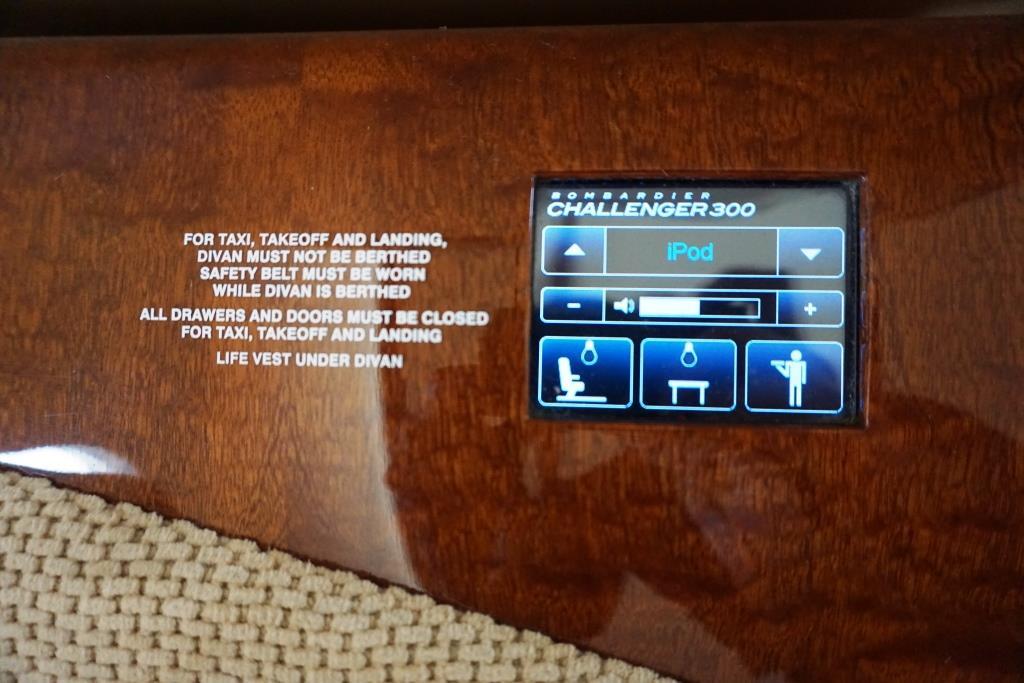 2007 Challenger 300 Entertainment Control 2