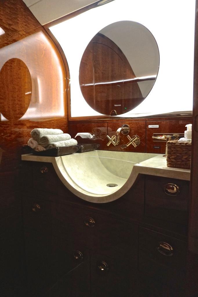 2007 Challenger 300 Lavatory Sink