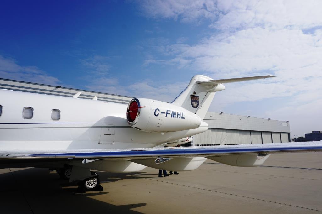 2007 Challenger 300 Exterior 4