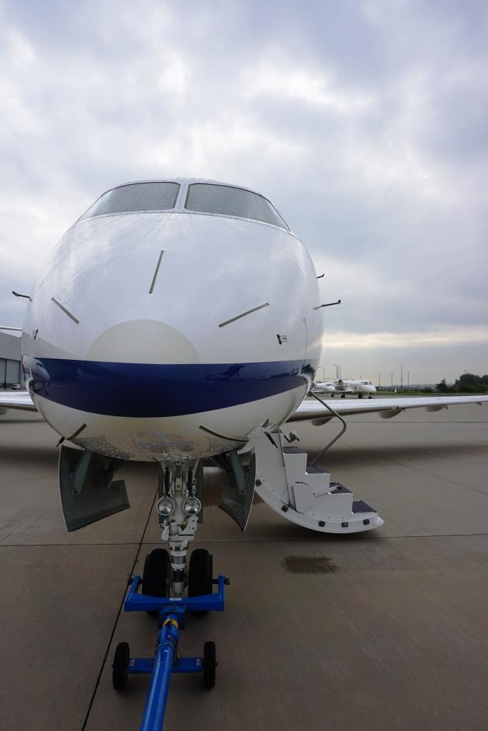 2007 Challenger 300 Exterior 8