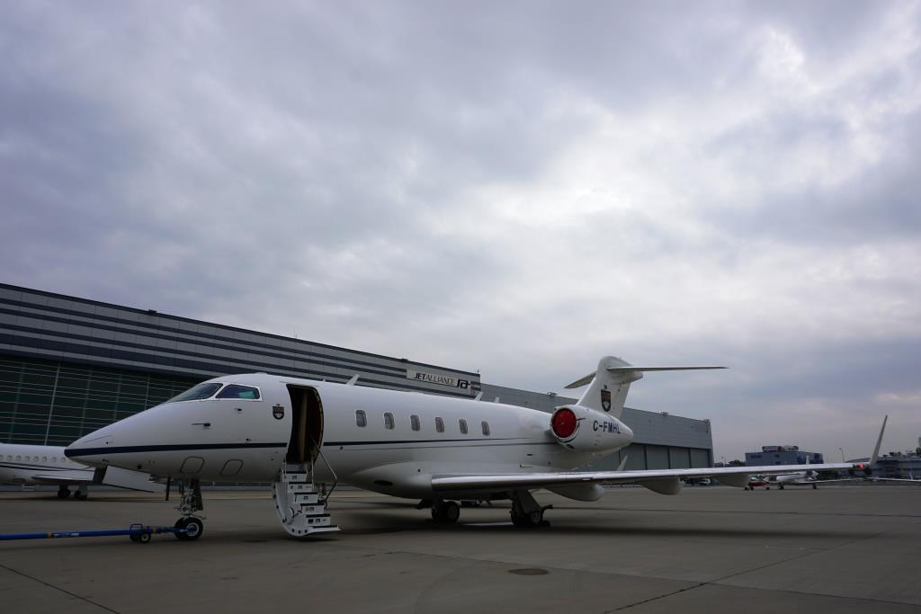 2007 Challenger 300 Exterior 10