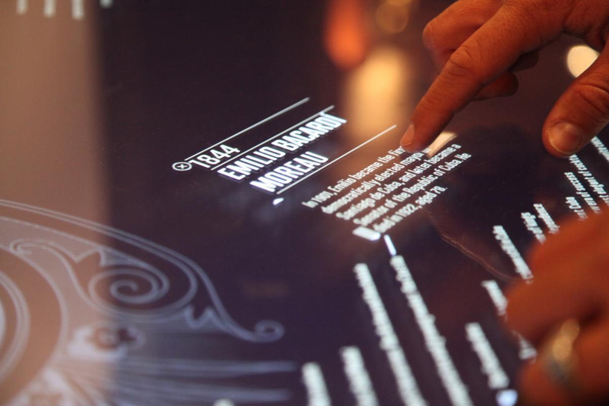 Touch-Screen-Bar.jpg