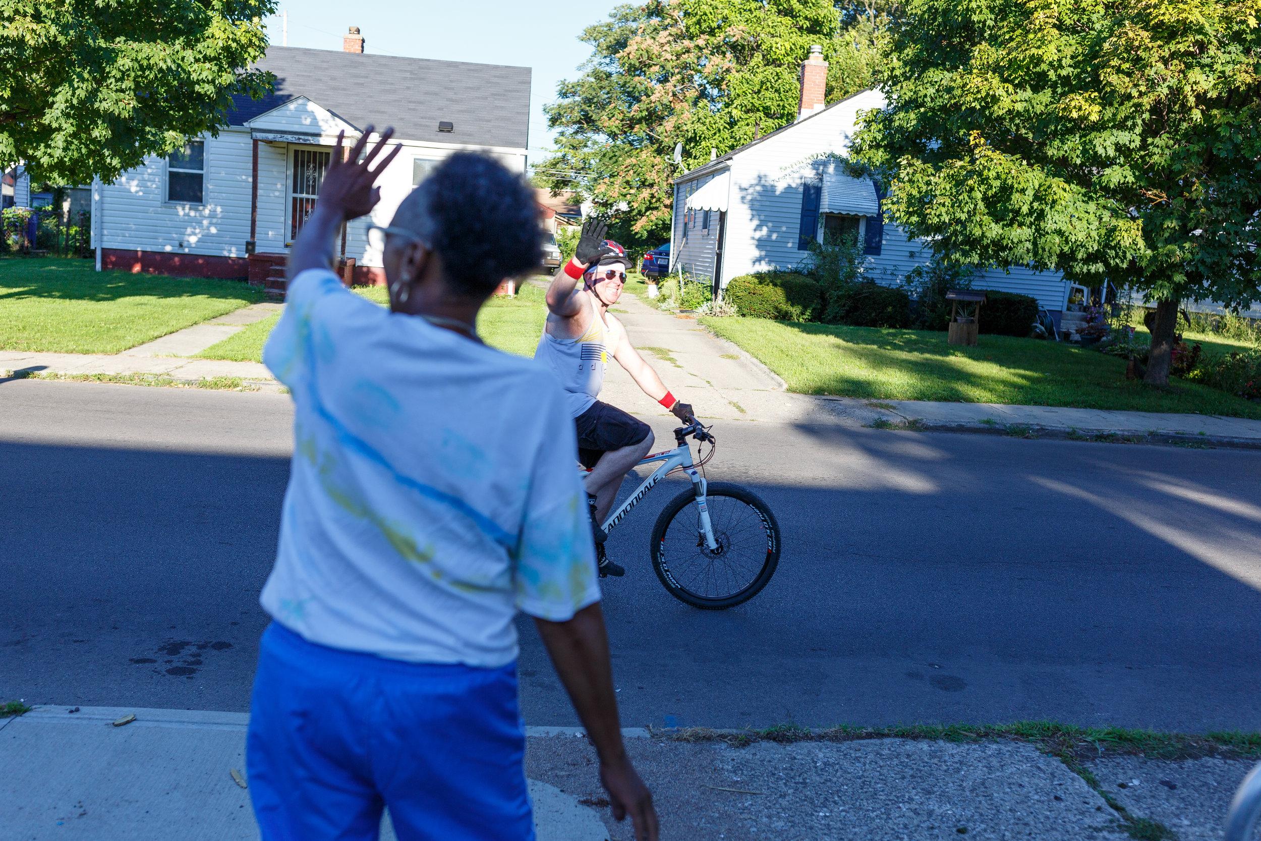 A friendly hello greets a Bike the Cbus rider. Photo credit: Ben Ko