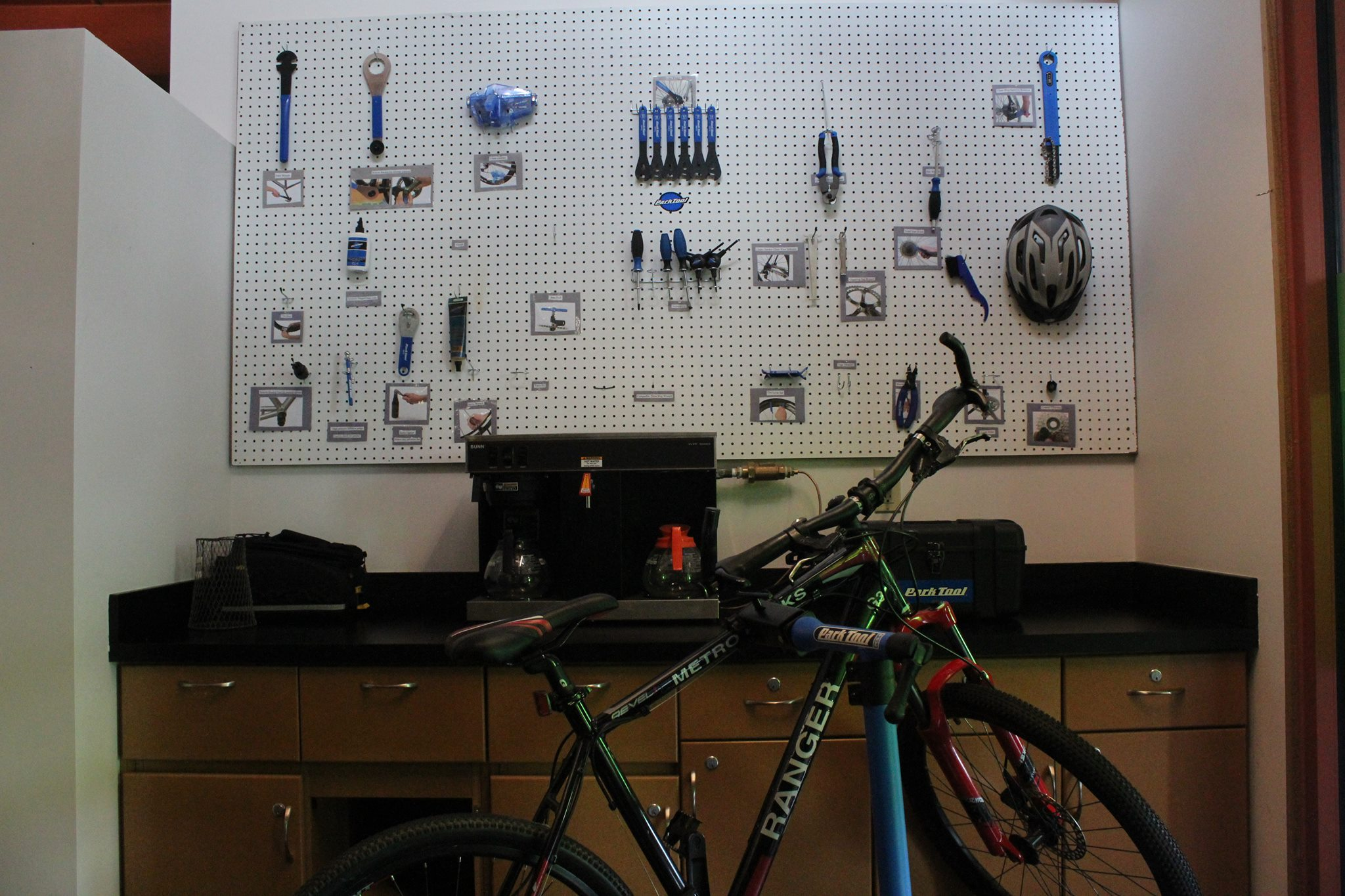 The Scioto Audubon Center replaced their gift shop with a bike fixit room!