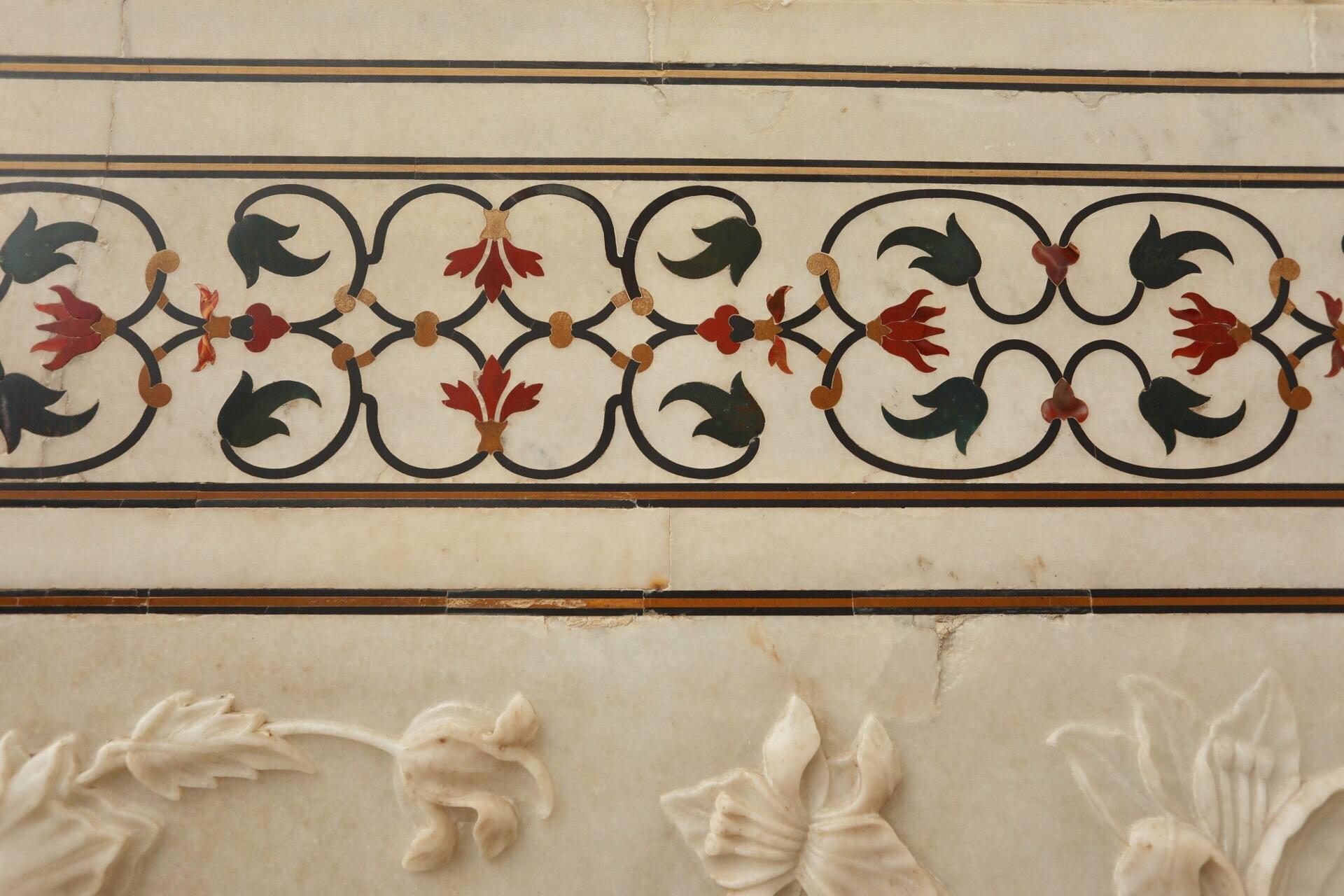 Inlaid stones include jade, jasper, lapis lazuli, onyx, orange carnelian, agates bloodstone & garnet