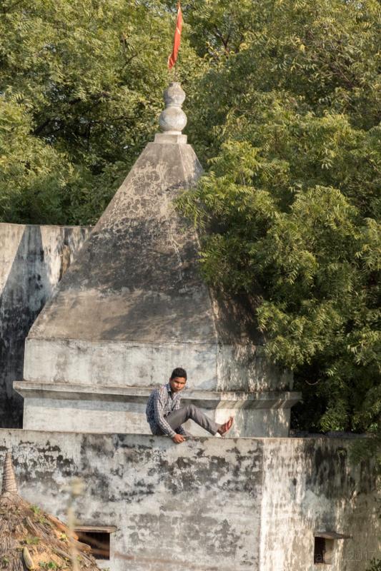 Climbing the walls, Baldeo, India