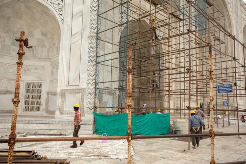 Cleaning the Taj Mahal, Agra, Uttar Pradesh, India