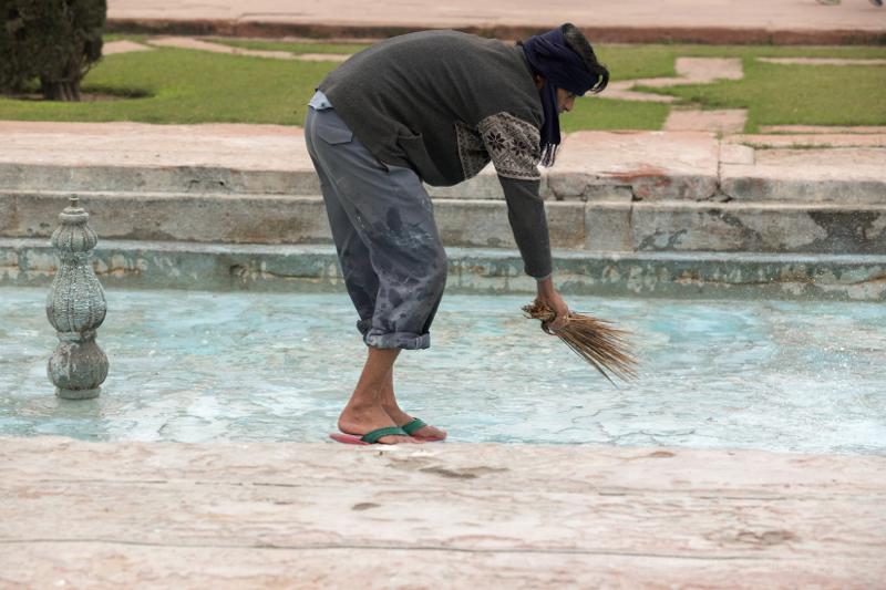 Cleaning the water fountains, Taj Mahal, Agra, Uttar Pradesh, India